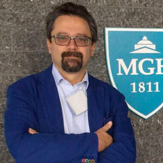 Dottor Alessandro Vagaggini, neurochirurgo specializzato nella cura del mal di schiena attraverso il trattamento delle ernie discali