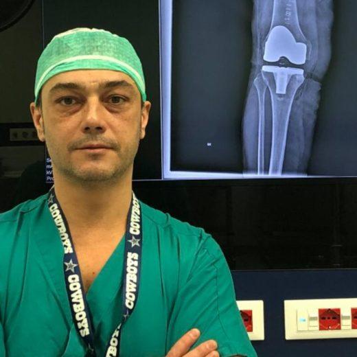 Il dottor Manuel Valori è ortopedico a Pistoia